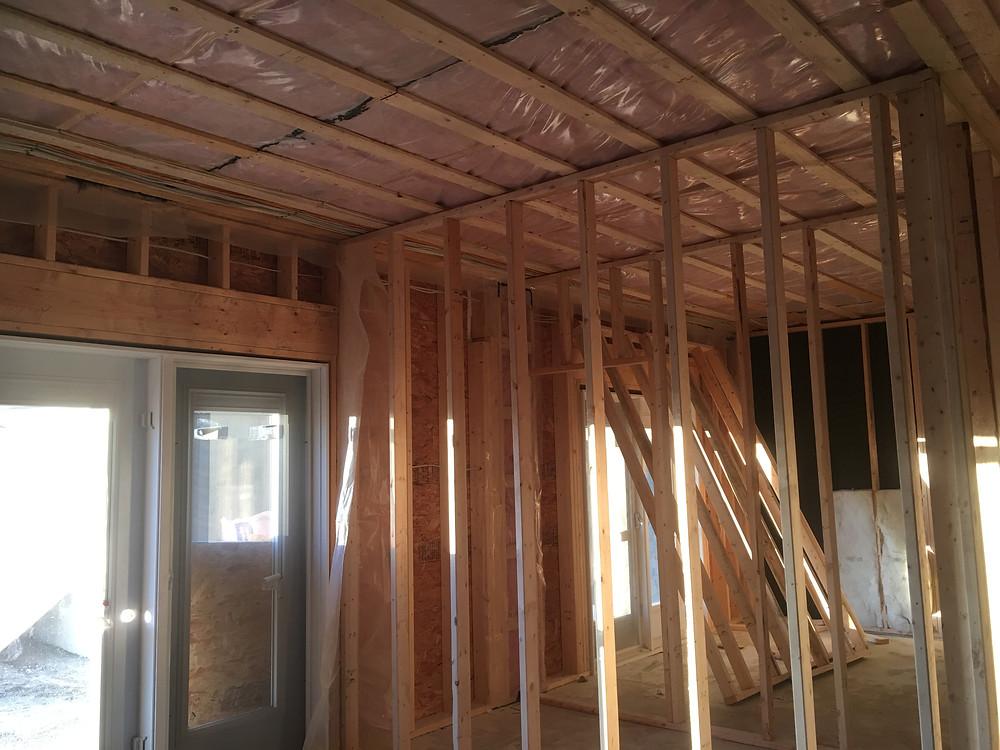 9' ceilings, 1425 sq main level.