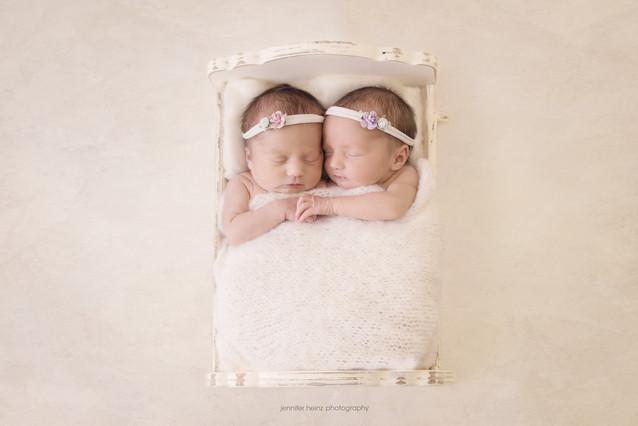 philadelphia-newborn-hands.jpg