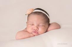 philadelphia-newborn-peaches.jpg