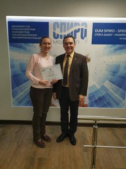 Вручение сертификатта проф.Бузунов Р.В..