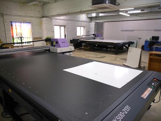 Рабочие будни компании Смарт-Т - запуск планшетных плоттеров Mimaki JFX500 у клиента
