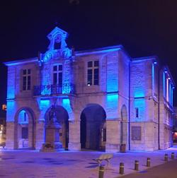 Ville de Maiche dans le Doubs en bleu JM