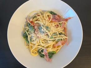 Salade de pâtes, épinards et bacon