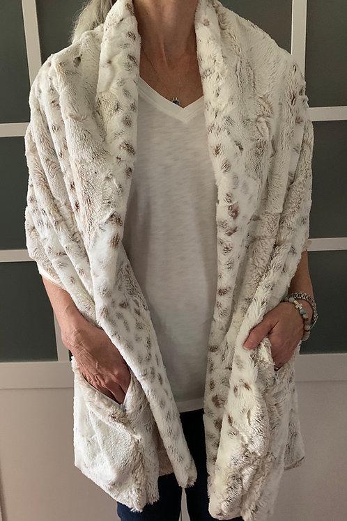Lynx Minky Sharf (shawl/scarf) w/ 2 hidden zippered pockets
