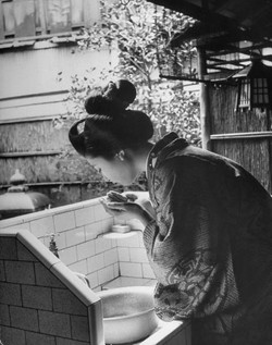 Vintage Photos of a Geisha's World in Kyoto, Japan in 1946 (1)