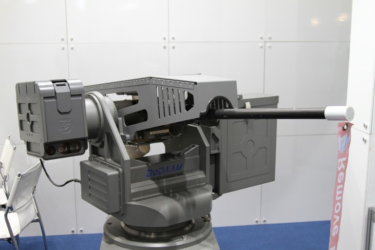 korea-dodamm-super-aegis-autonomos-robot-gun-turret.JPG