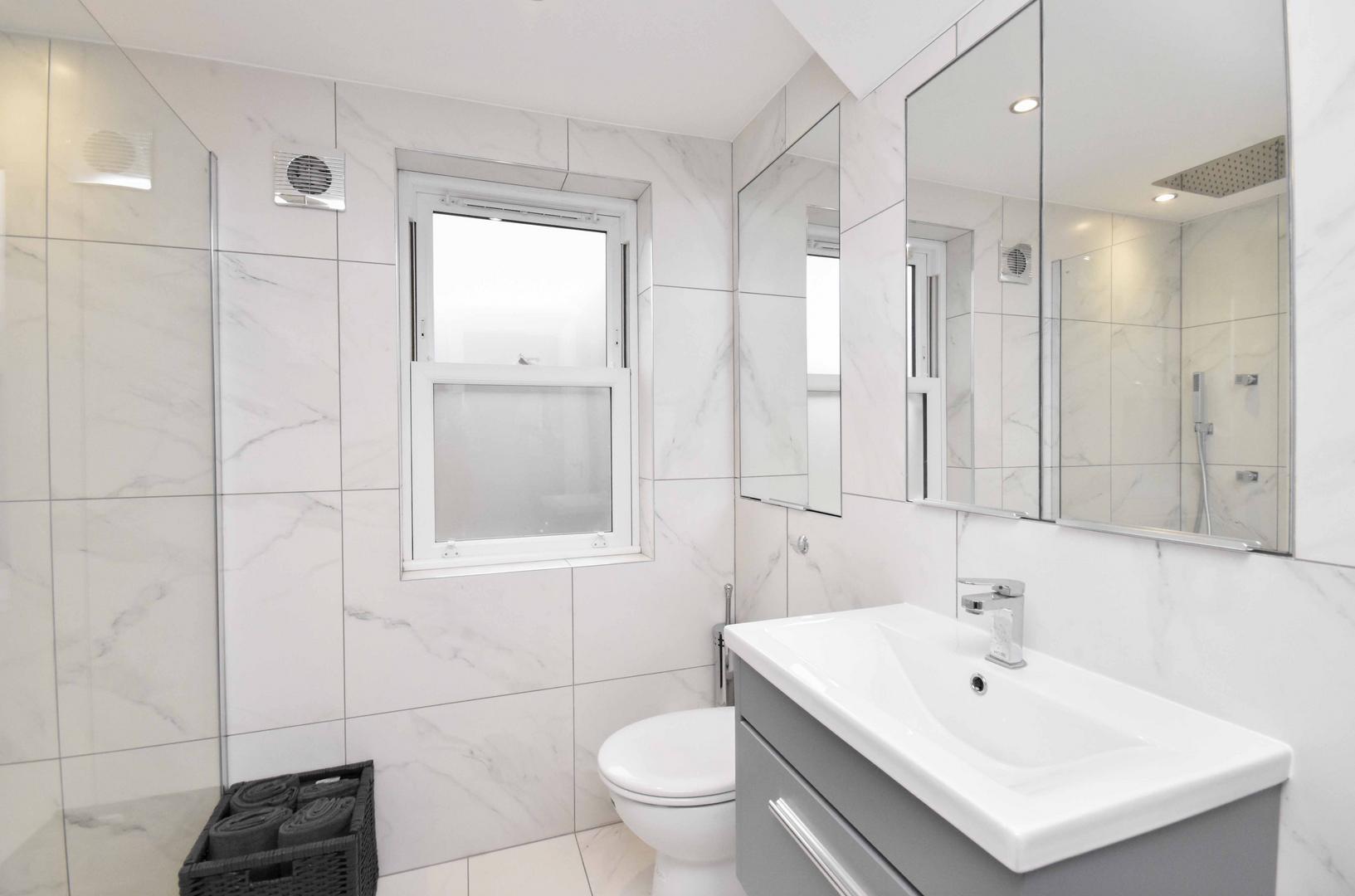 Bathroom Suite.png
