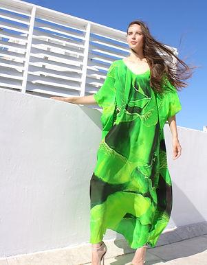 Kaftan in silk. Emerald spiral of rose petals. Paris in Love