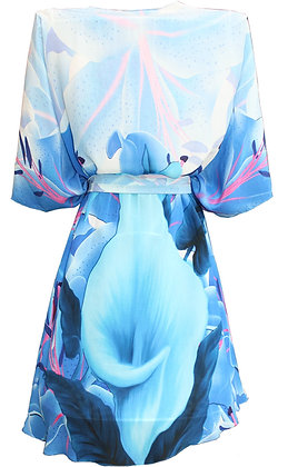kimono in silk. blue Iris Flowers. La Vie est Belle.