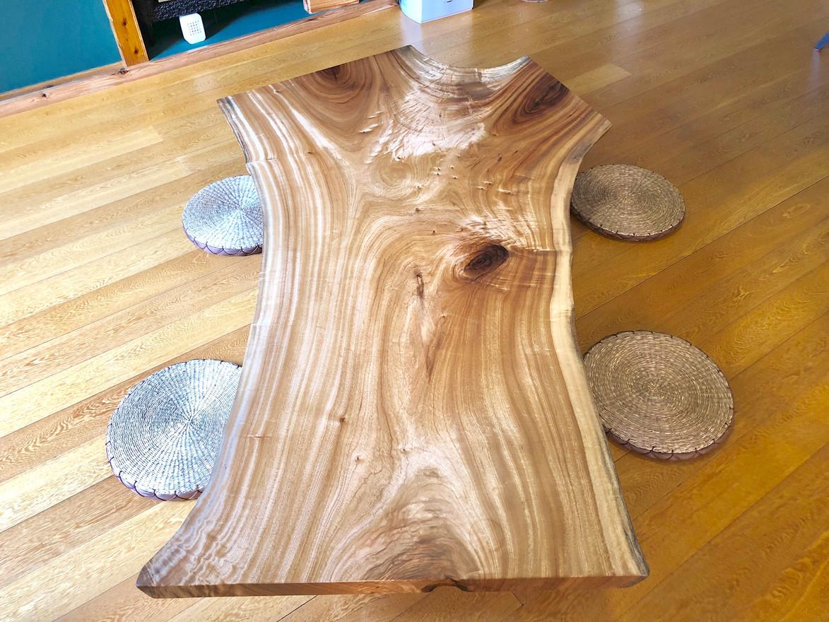 一枚板のローテーブル