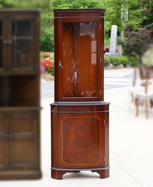 Mahogany glazed lit corner display cabinet (마호가니 코너장)