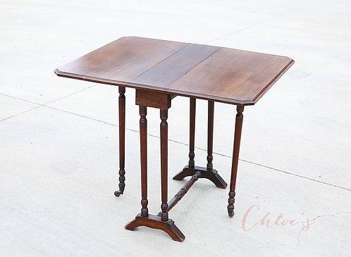 Gate leg table
