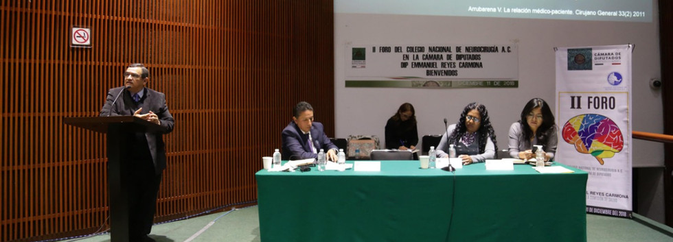Dr. Luis García Muñoz en representación del Dr. Jose Damián Carrillo Ruiz Presidente de la SMCN