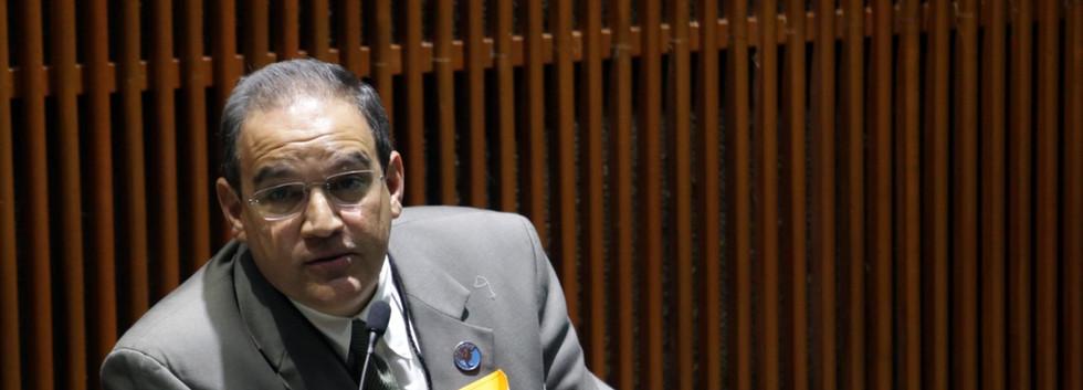 Dr. Luis Eduardo Pérez Garza