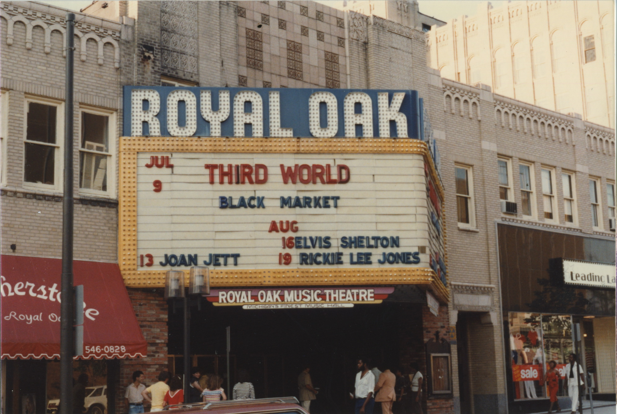 04 Roal Oak theater d