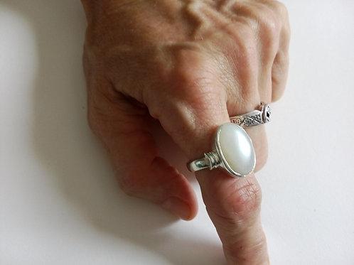 "Кольцо ""Серебро и Лунный камень"""