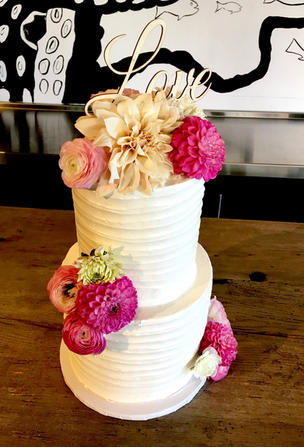 MG textured buttercream and floral weddi