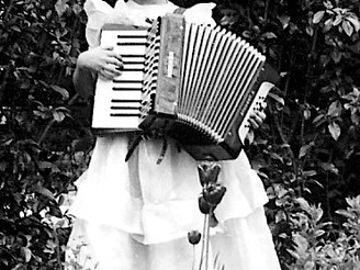 Old Accordion plays Music for Heart & Brain