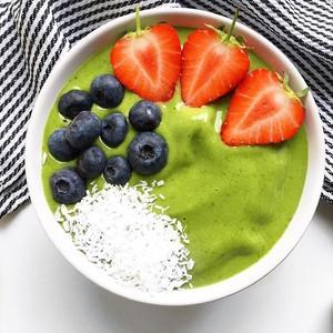 Summer Spinach Green Smoothie Bowl
