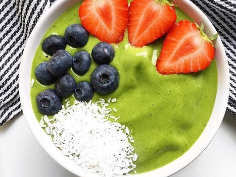 Summer Spinach Green Smoothie Bowl