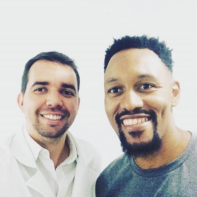 Dr. André Balero com @m.toledo_13 Atleta de Basketball profissional, seleção brasileira com passagens por grandes clubes da Europa e Brasil