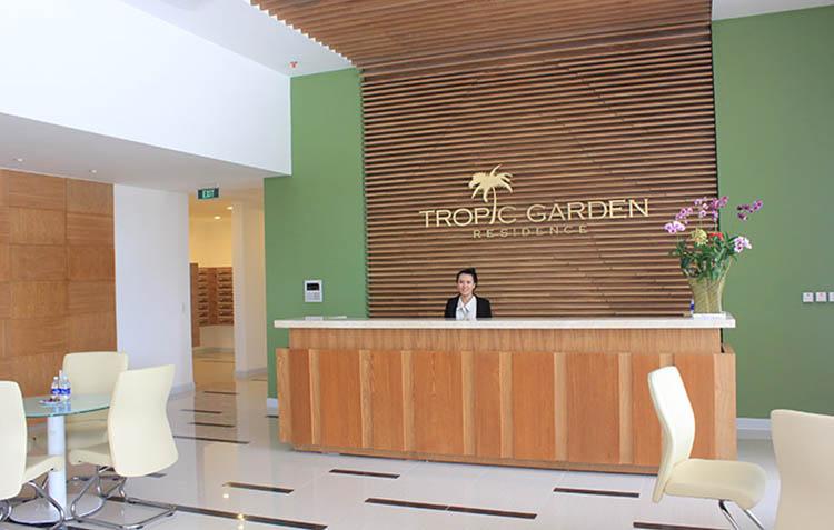 le tan Tropic Garden