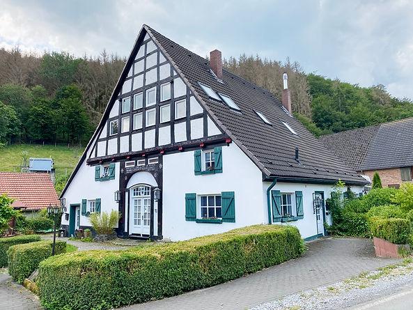 umgebaute Scheune mit vier Wohnungen im Sauerland