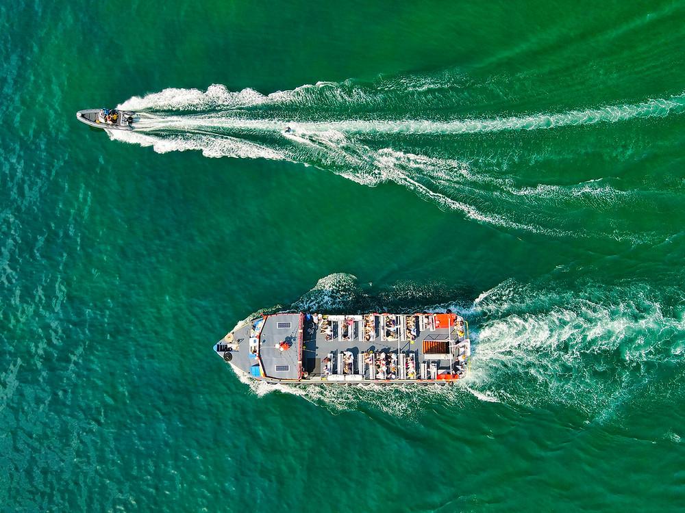 Wave Race! Passenger and speed boats make waves off the Jurassic Coast, Devon, UK (Image courtesy of Red Zeppelin @ Unsplash)