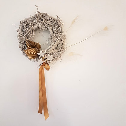 Small 'Oighear' ('Ice') Wreath - Wood Base with White Peacock Feathers