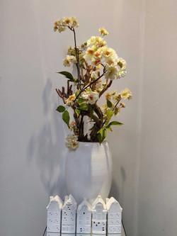 aardewerk-huisjes-met-zijdebloemen