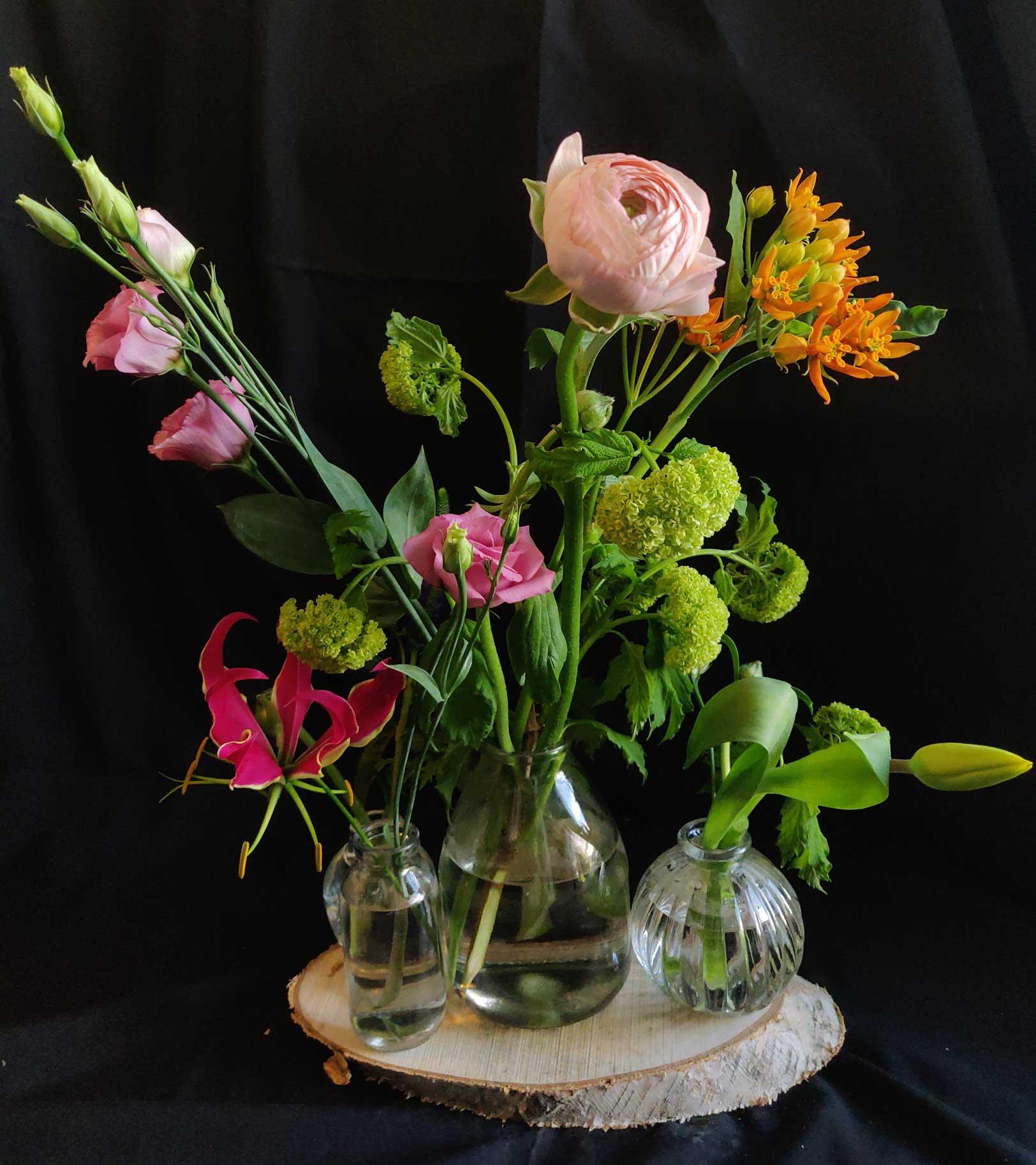 Flesjes-met-roze-oranje-bloemen