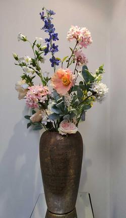 zijde-bloemen-op-goudenvaas