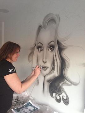 Airbrush portret op muur