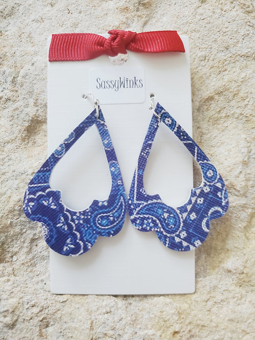 Blue Paisley Scallops (686)