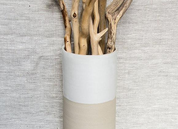 Hohe Blumenvase in creme weiß