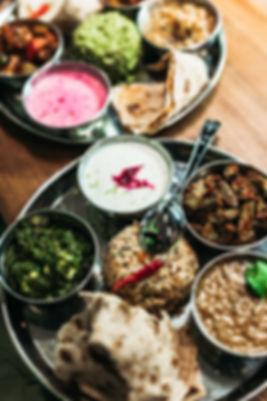 Тхали - сет из нескольких, ежедневно обновляющихся блюд. Самый быстрый способ познакомитьс с ярким вкусом индийской кухни.