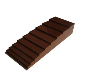 Escada marrom método montessori