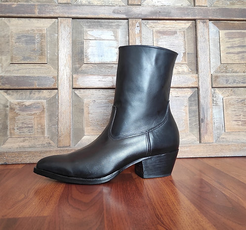 Pointy Toe Black Leather Zipper Boots