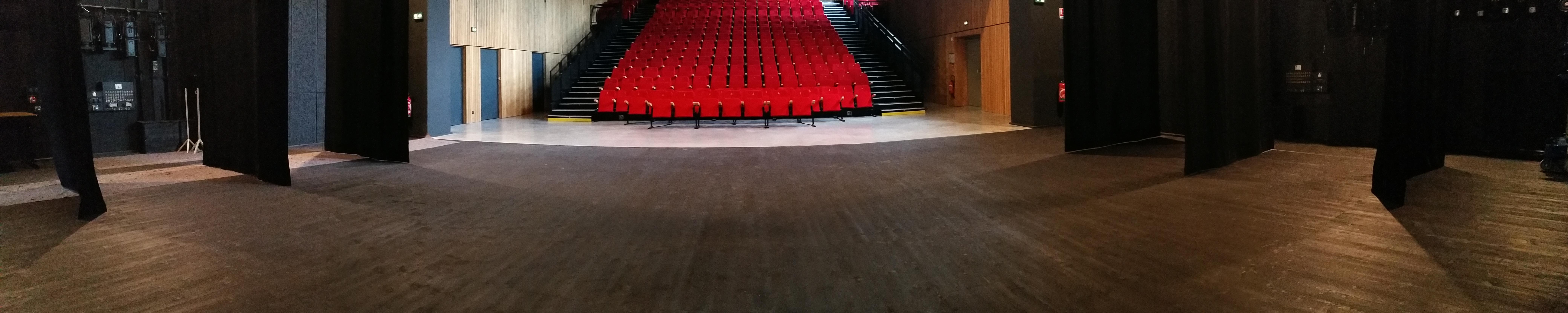 Plancher de scène de la Salle Aliénor d'Aquitaine à Mussidan