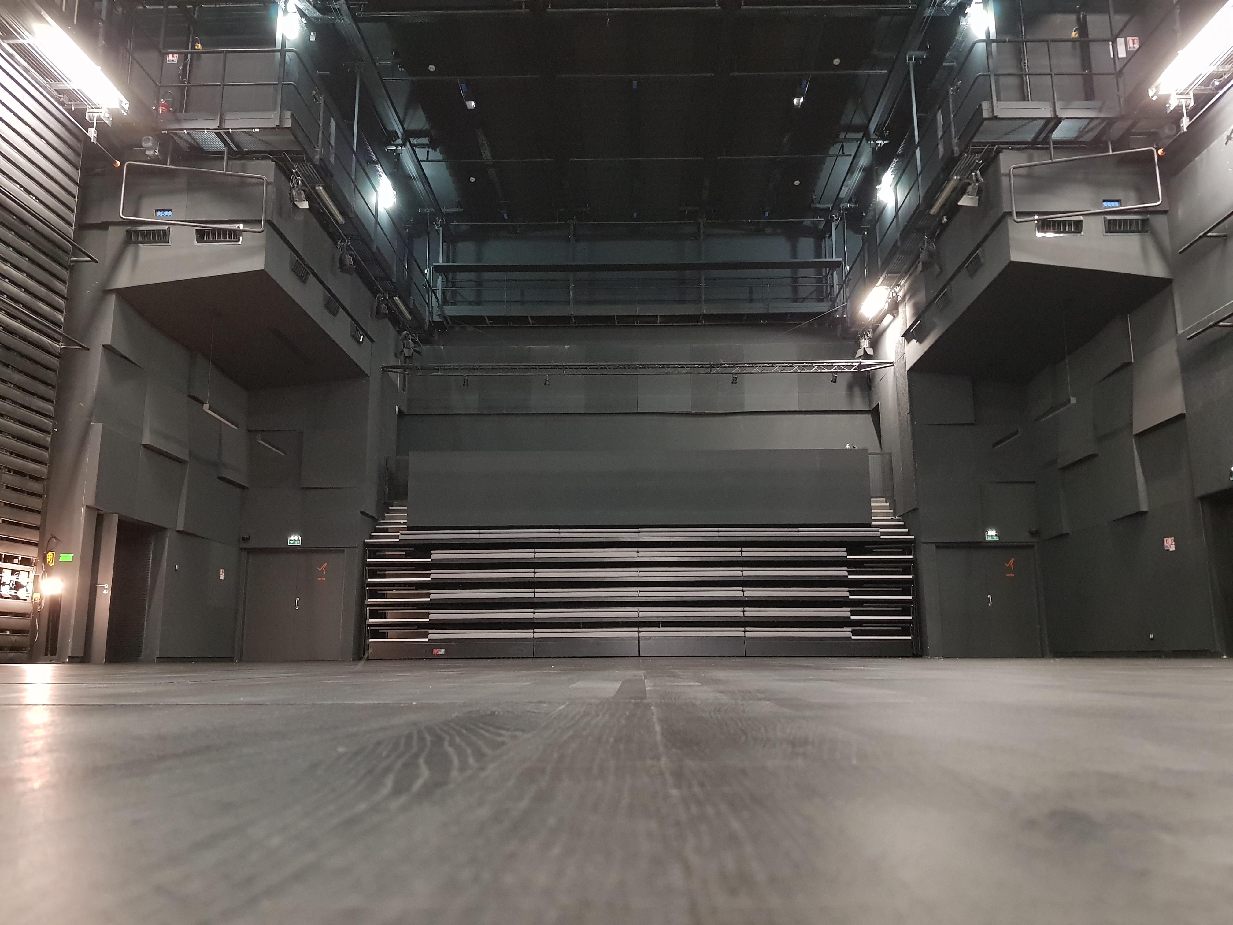 Plancher de scène de la salle Friche la Belle de Mai à Marseille