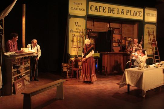 Décor café de la place en 1914