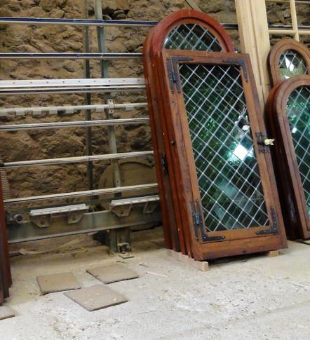 Restauration bois et vitraux. Tous les chassis de la Chanoinie et tour d'Armagnac. AUCH.