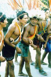 Homens_Waimiri_Atroari_dançando_o_MARYBA