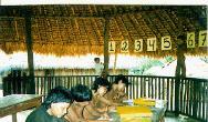 Mulheres Waimiri Atroari na escola