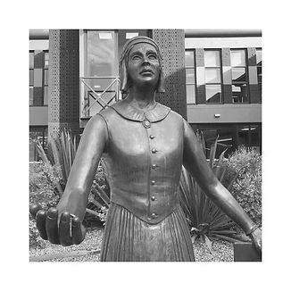 Caroline Chisholm statue.jpg