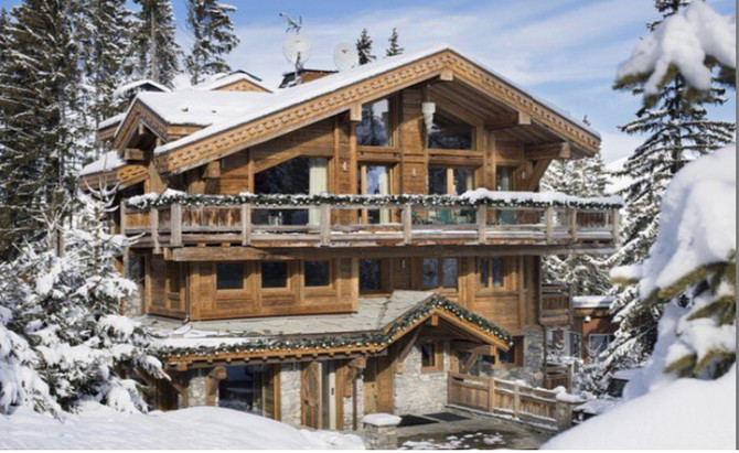 1/ Chalet for 10 guests, Ski in & Ski out, with a pool and spa, outside jacuzy 2/ Transfer from