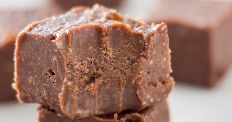 Peppermint-Chocolate-Fudge-1-2-copy-800x