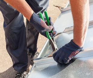 couvreur zingueur, decoupe et prepare, zinc pour toit, sur bordeax
