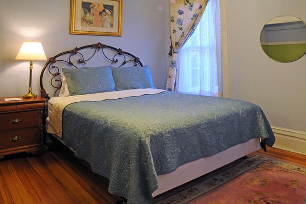 Queen Room 25