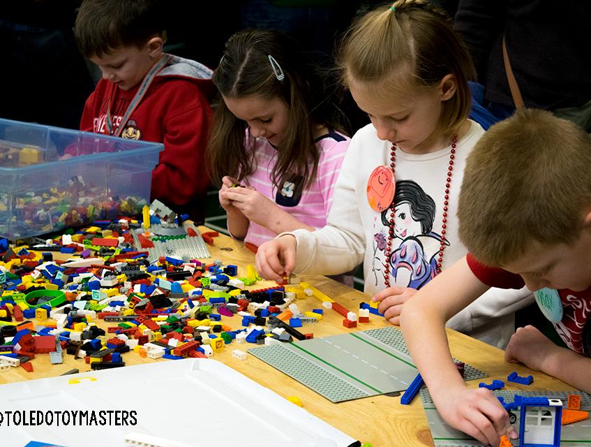 MichLug Free LEGO Play